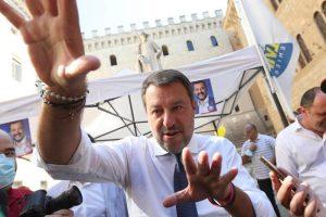 """Covid, Salvini la spara grossa sulle varianti: """"Nascono come reazione ai vaccini"""". Poi corregge il tiro"""