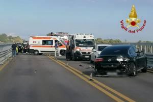 Belpasso, incidente lungo la A19 coinvolge 4 auto: due feriti. Strada chiusa temporaneamente