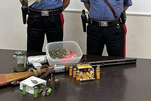 Biancavilla: in casa nascondeva fucile, cartucce e marijuana: denunciato 53enne