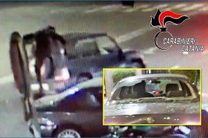 Catania, clochard aiuta i carabinieri a bloccare 19enne 'sfasciamacchine': danneggiate 2 auto in Piazza della Repubblica