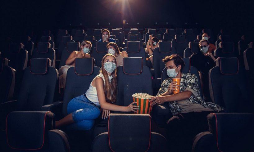Covid, dall'11 riaprono al 100% cinema e stadi: discoteche al 50% al chiuso