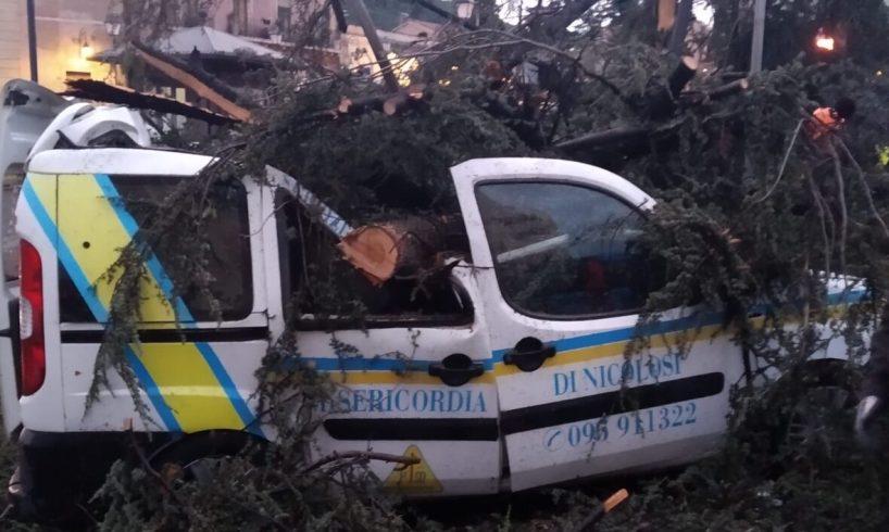 Nicolosi, 'Misericordia' avvia raccolta fondi per acquistare mezzo per trasporto disabili: martedì il maltempo ha distrutto un Fiat Oblò
