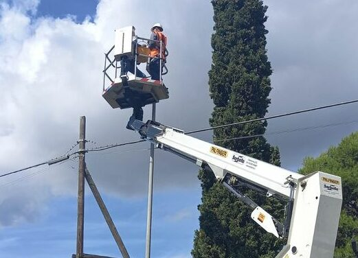 Belpasso, pubblica illuminazione in tilt per colpa di un fulmine: 110 pali danneggiati