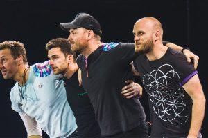 Dodici album e poi basta. Il frontman dei Coldplay, Chris Martin, ha rivelato che la band pianifica di sciogliersi dopo che avrà pubblicato un dodicesimo album.