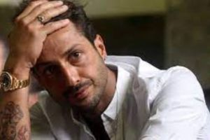 Fabrizio Corona fermato fuori da un locale nonostante sia ai domiciliari