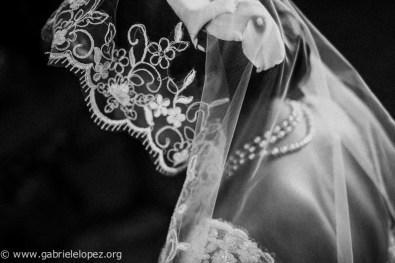 Fotografia di matrimonio, realizzata con un normale 35 1.4 per Fuji, ottimo per isolare un soggetto da un contesto.