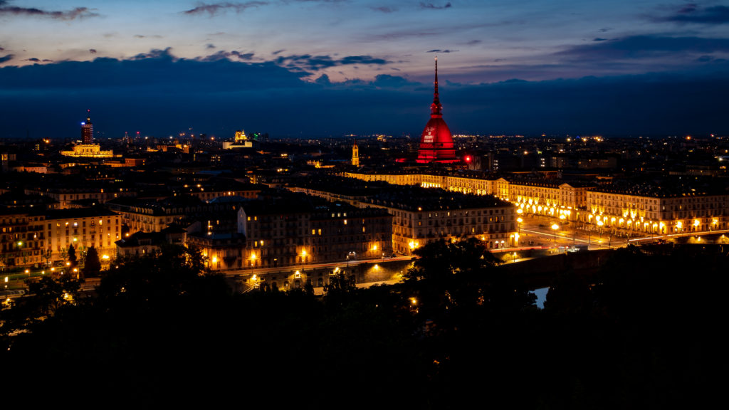 Vista panoramica notturna del centro di Torino