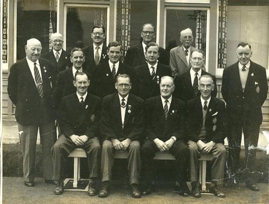 Committee 1958. Br - J.Walker, J.Pettigrew, T.Leadbetter, W.Ross. Cr - D.Borthwick, J.Sutter, A.Murdoch, R.Burnett, J.Moffat, A.Anderson. Fr - R.Marshall, G.Davis, A.Scott, E.M.Clark. (Edinburgh Evening News)