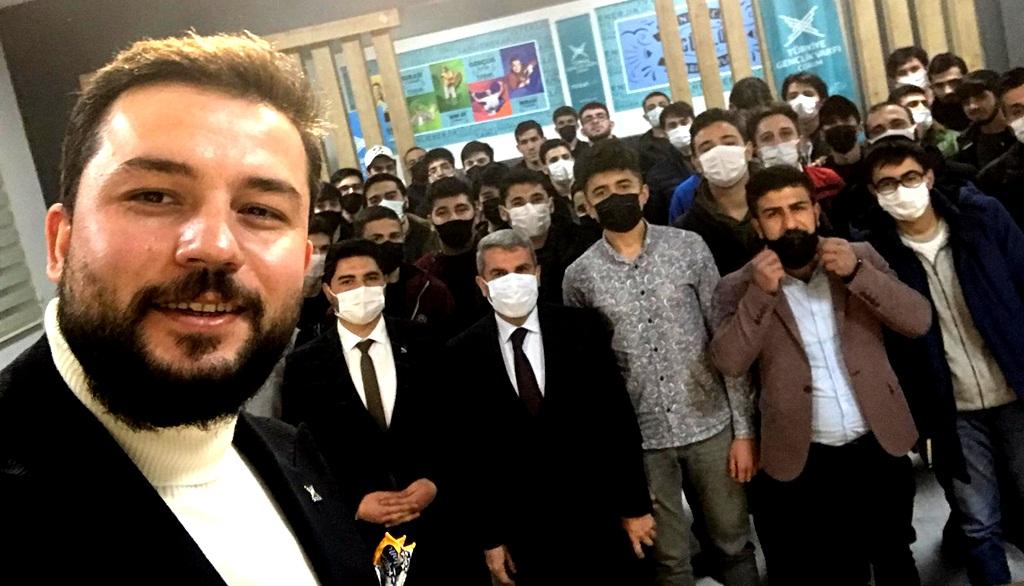Milli Eğitim Müdürü Tügvalı Gençlere Tecrübelerini Aktardı