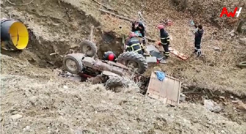 Traktör Şarampole Uçtu: 1 Ölü, 3 Yaralı