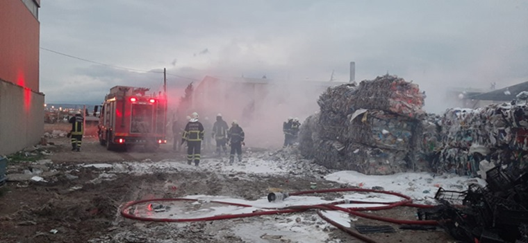 Küçük Sanayide Çıkan Yangın Korkuttu