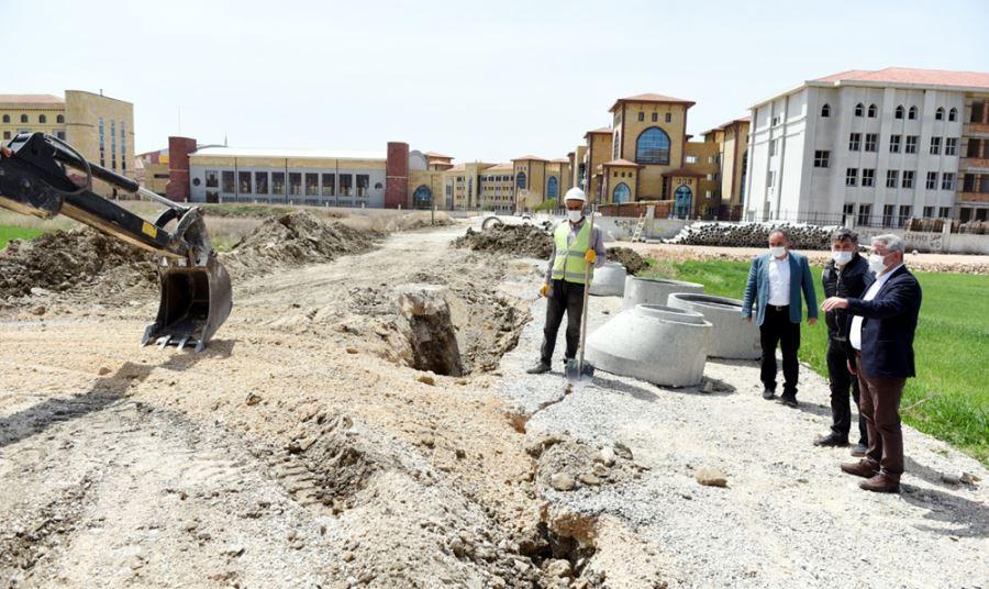 Belediye Fen Lisesi Sokak'ta Altyapı Yapıyor