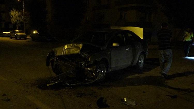 Dur ihtarına uymadı 2 polis yaralandı