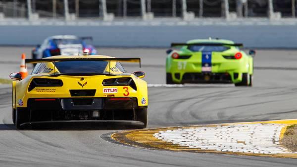 2014_Chevrolet_Corvette_C7R_Daytona_m-lg