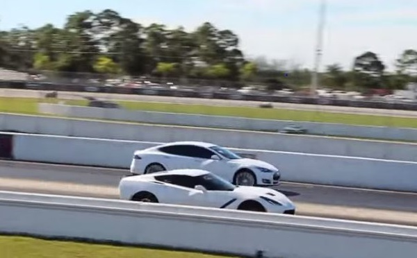 C7 vs Tesla Model S text image