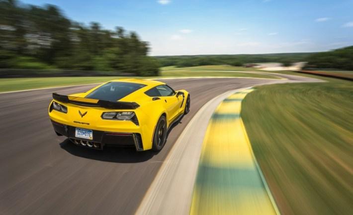 2015-Chevrolet-Corvette-Z06-101-876x535