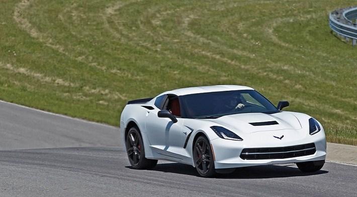 2015-chevrolet-corvette-stingray-front-view-in-motion-track