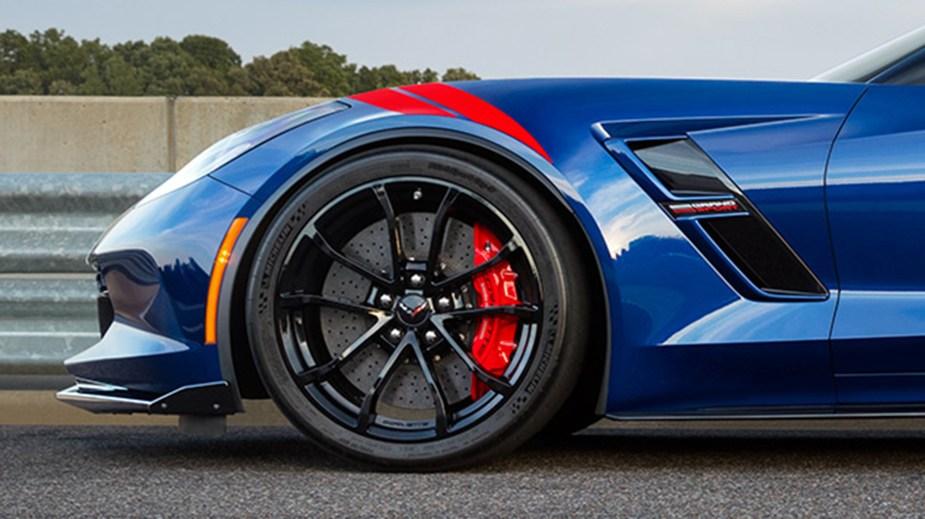 2017-chevrolet-corvette-grand-sport-photo-wheel-tire-fender-stripes