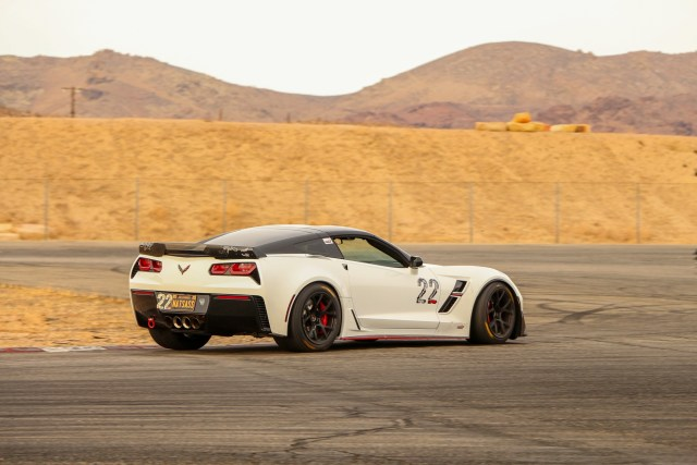 C7 Corvette Z06 Battles Viper ACR on Track Streets of Willow Springs
