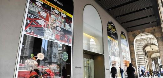 Svelate le vetrine a tema moto della Rinascente di Milano