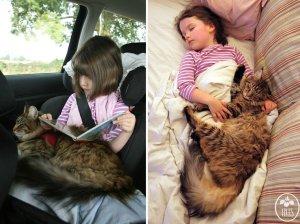 Thula e Iris, gata y niña con autista | Foto: http://irisgracepainting.com/