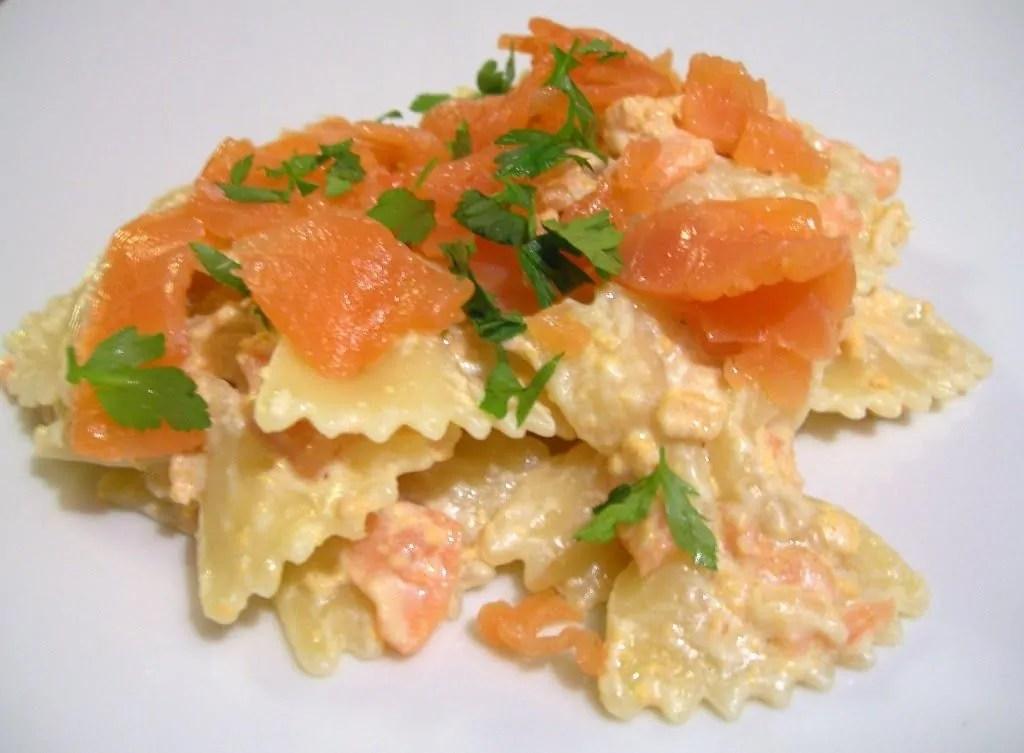 La cenetta Salmonata: le farfallette al salmone ed il salmone al forno con patate