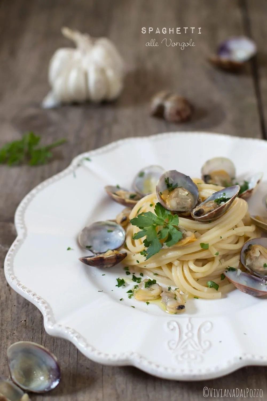 Spaghetti alle vongole: la ricetta base e 5 varianti