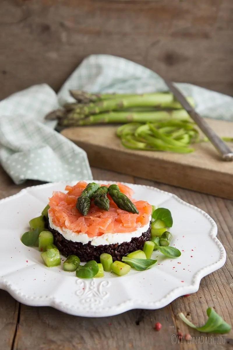 tartare di riso nerone, robiola e salmone