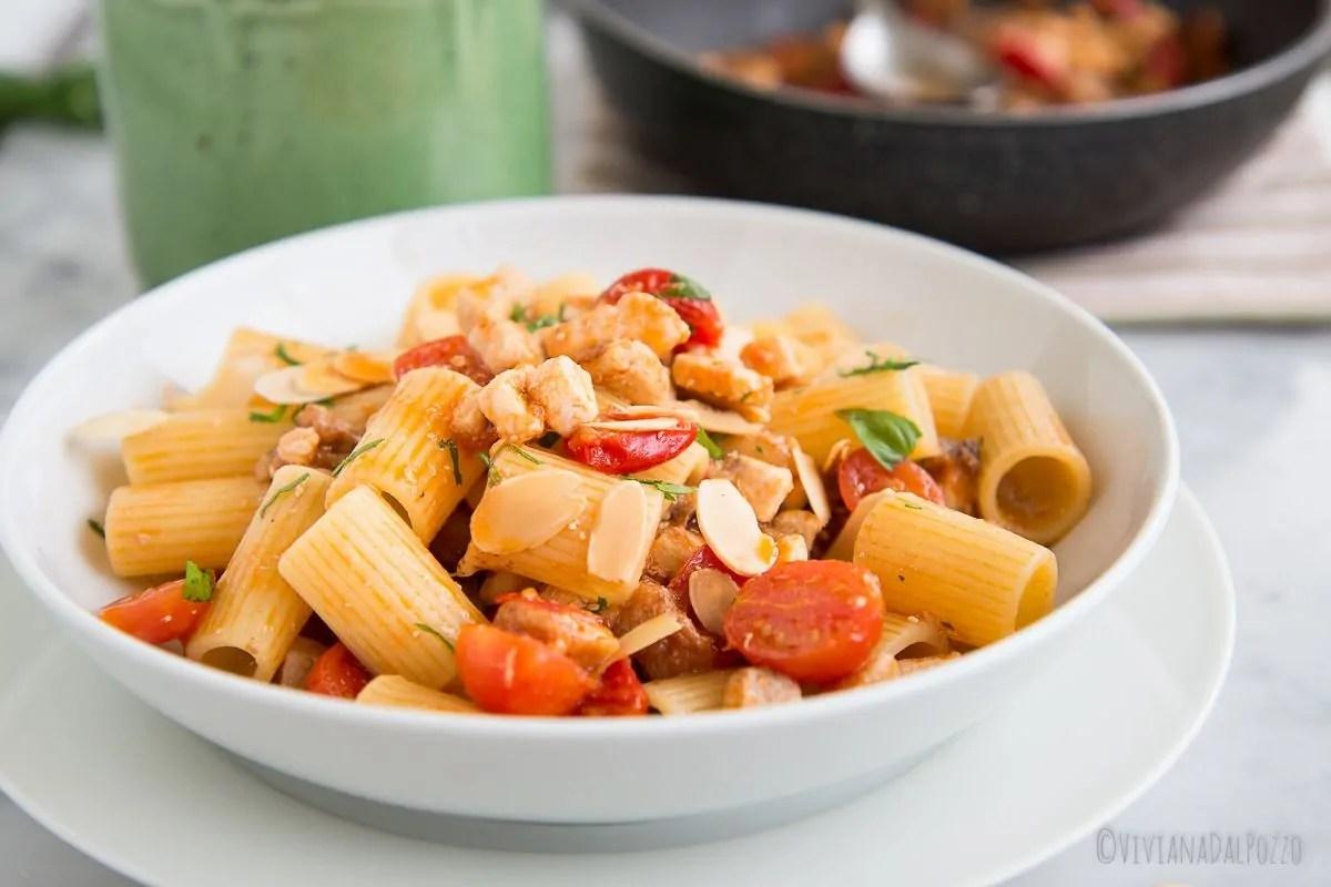 Pasta con pesce spada e melanzane, la Sicilia a tavola
