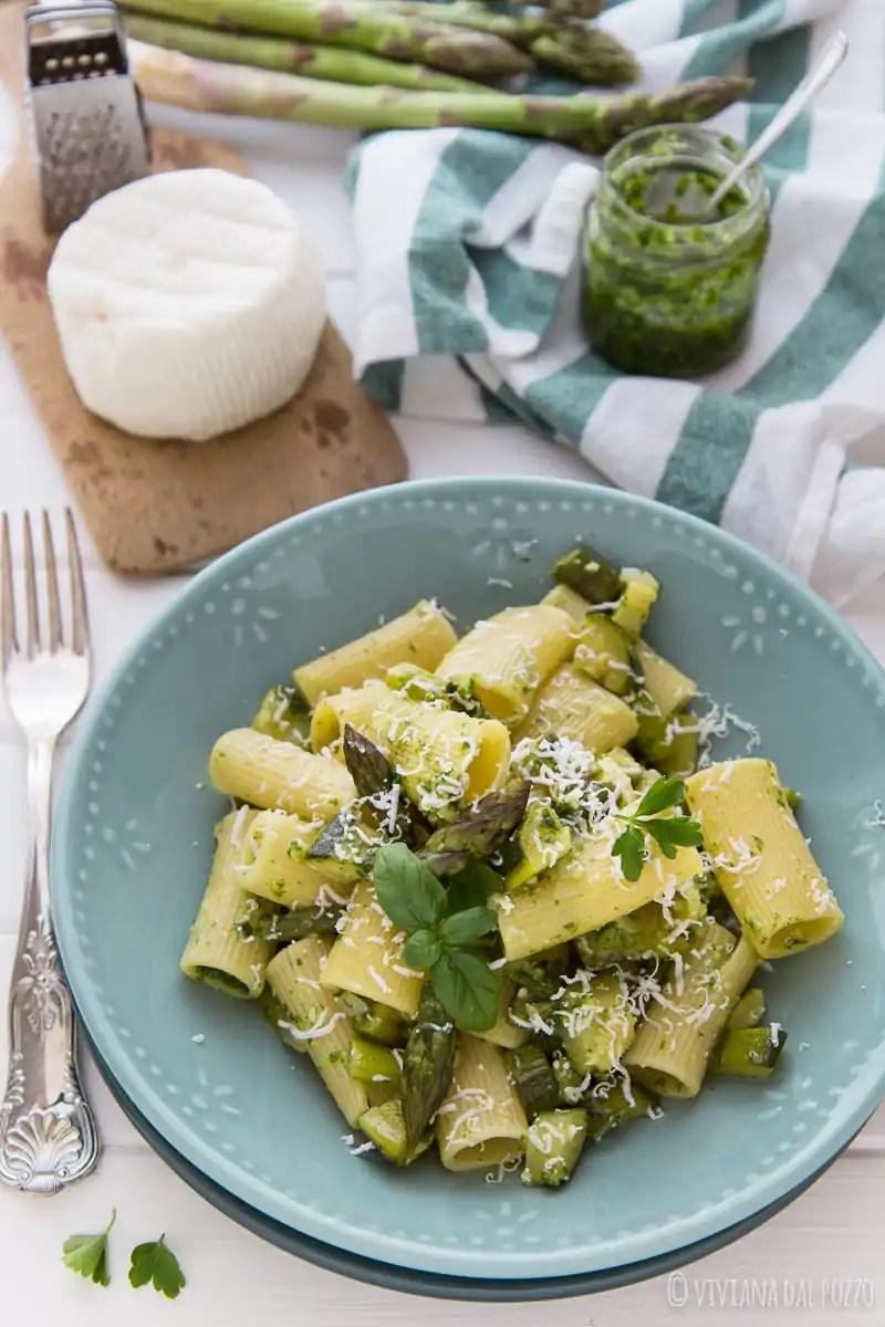 Pasta con Pesto di rucola asparagi e cacioricotta