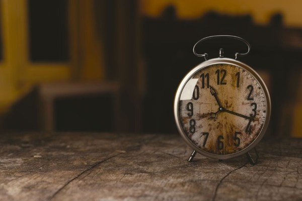 clock in an image