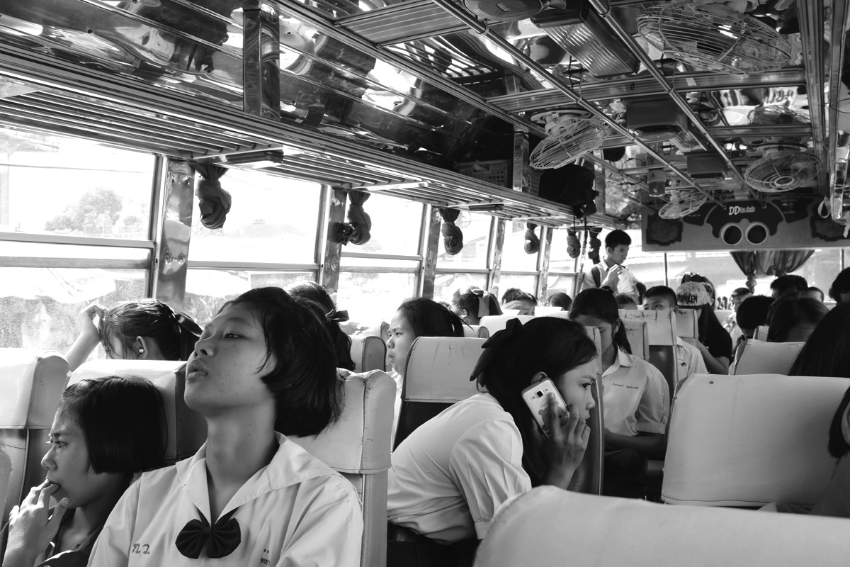 Studentesse in autobus_Aleandro Tubaldi
