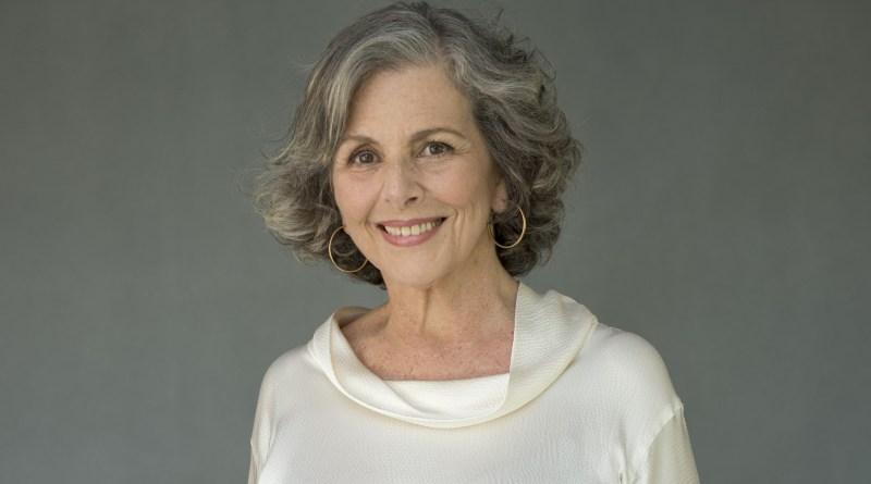 Irene Ravache na pele da elegante e inescrupulosa Sabine, da novela Pega Pega (divulgação)