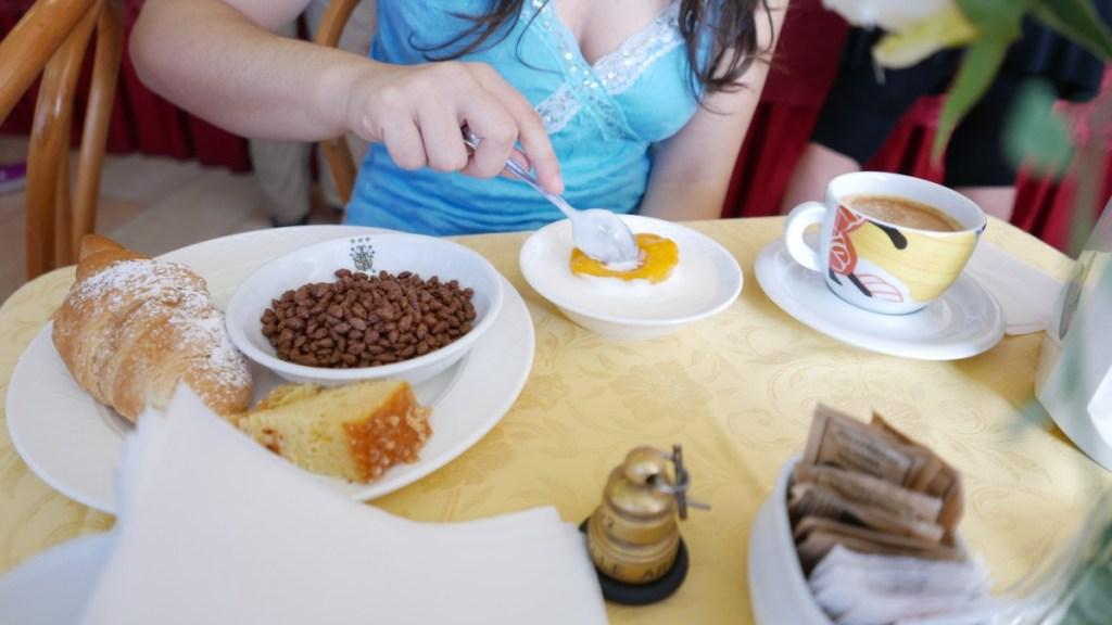 Se siete golosi e pigri, è l' albergo che fa per voi, con un ottima colazione e a due passi dal centro