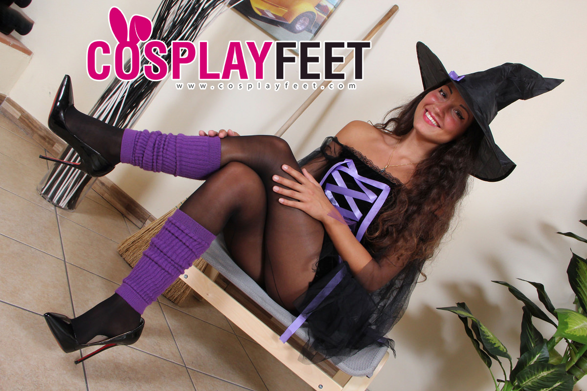 Cosplayfeet-Gioia-witch costume
