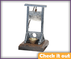 Prop Small Guillotine.