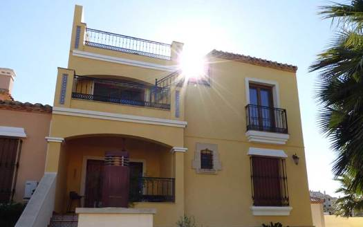 La Finca 2 bed Property
