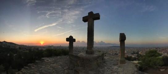 Barcelona im Sonnenaufgang - Parc Güell - Turó de les Tres Creus