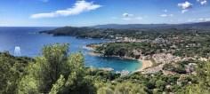 Blick vom Cap de Sant Sebastià in Richtung Süden. Man ahnt schon: Etappe 7 geht ähnlich pittoresk weiter
