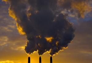 inquinamento ciminiere con fumo