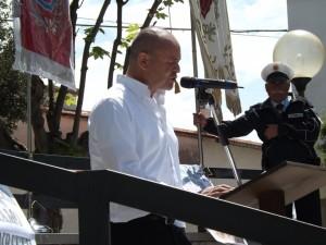 10-tonino-schiappoli-al-microfono-raduno-pro-ospedale-agnone-09-maggio-2015-agnone