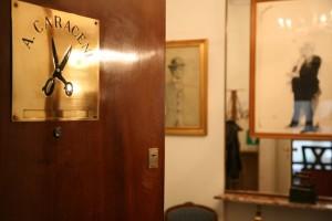 3-ingresso-e-logo-sartoria-a-caraceni-milano-png
