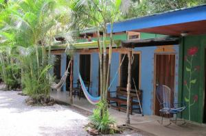Dominical Waverider Surf Camp and Retreat 3