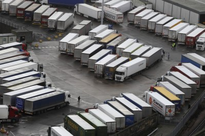 Motoristas-portugueses-devem-passar-fronteira-inglesa-300x200 Motoristas portugueses devem passar fronteira inglesa