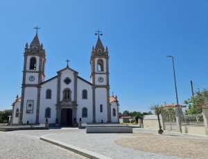 Igreja-Matriz-de-Apulia-300x229 À Descoberta,Entre Fão e Apúlia