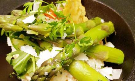 Risotto crémeux au parmesan, asperges vertes de Provence