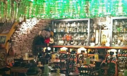 Absinthe Bar dans le Vieil Antibes