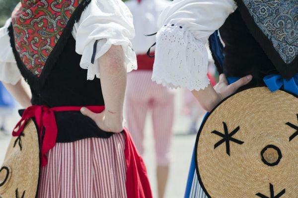 Photo de la semaine : Danseuses traditionnelles niçoises