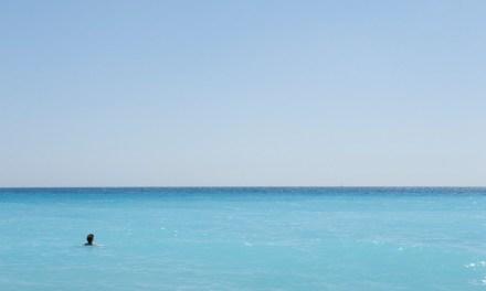 Photo de la semaine : Bain dans la mer bleu turquoise