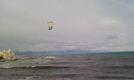 Photo de la semaine : Kite-surfeur face à la plage de la Salis